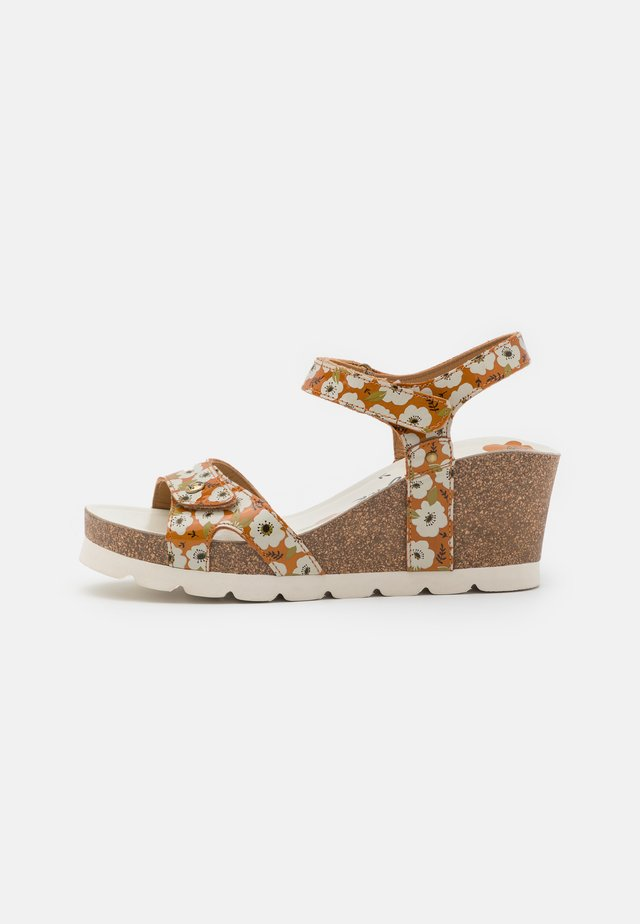 JULIA GARDEN  - Sandalias con plataforma - light brown