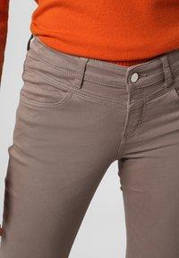 MAC Jeans - Trousers - kitt - 2