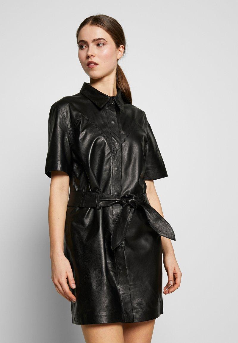 STUDIO ID - JENNIFER DRESS - Robe chemise - black