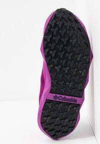 Columbia - FACET15 - Hiking shoes - berry jam/deep purple - 4