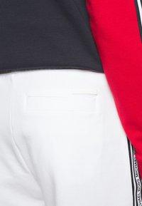 Michael Kors - BLOCKED LOGO  - Shorts - white - 3