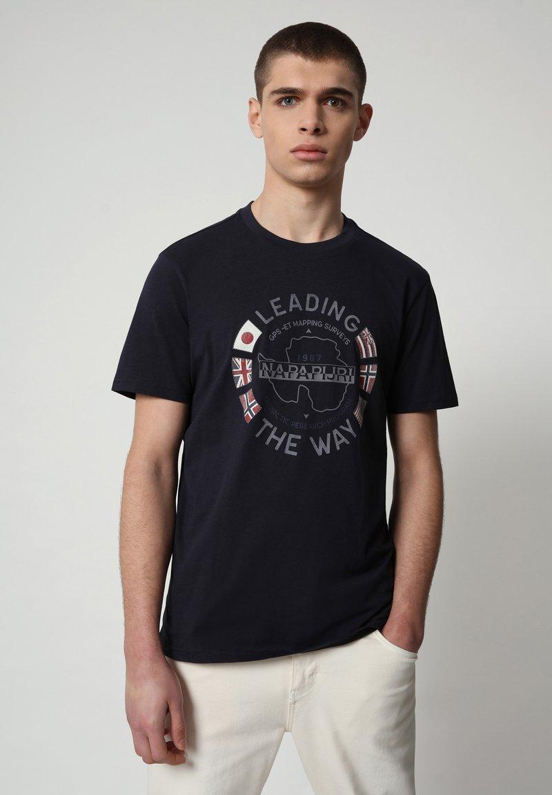 Napapijri - SALYA - Print T-shirt - blu marine
