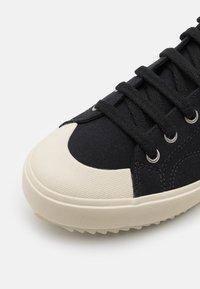 Veja - NOVA - Sneakersy wysokie - black/pierre - 5