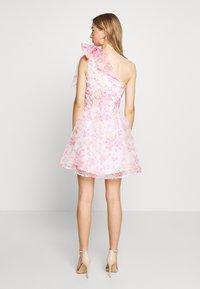 Monki - CAMILLE DRESS - Cocktailkjole - white/pink - 2