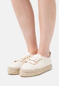 JUTELAUNE - VEGAN  - Casual lace-ups - beige - 0