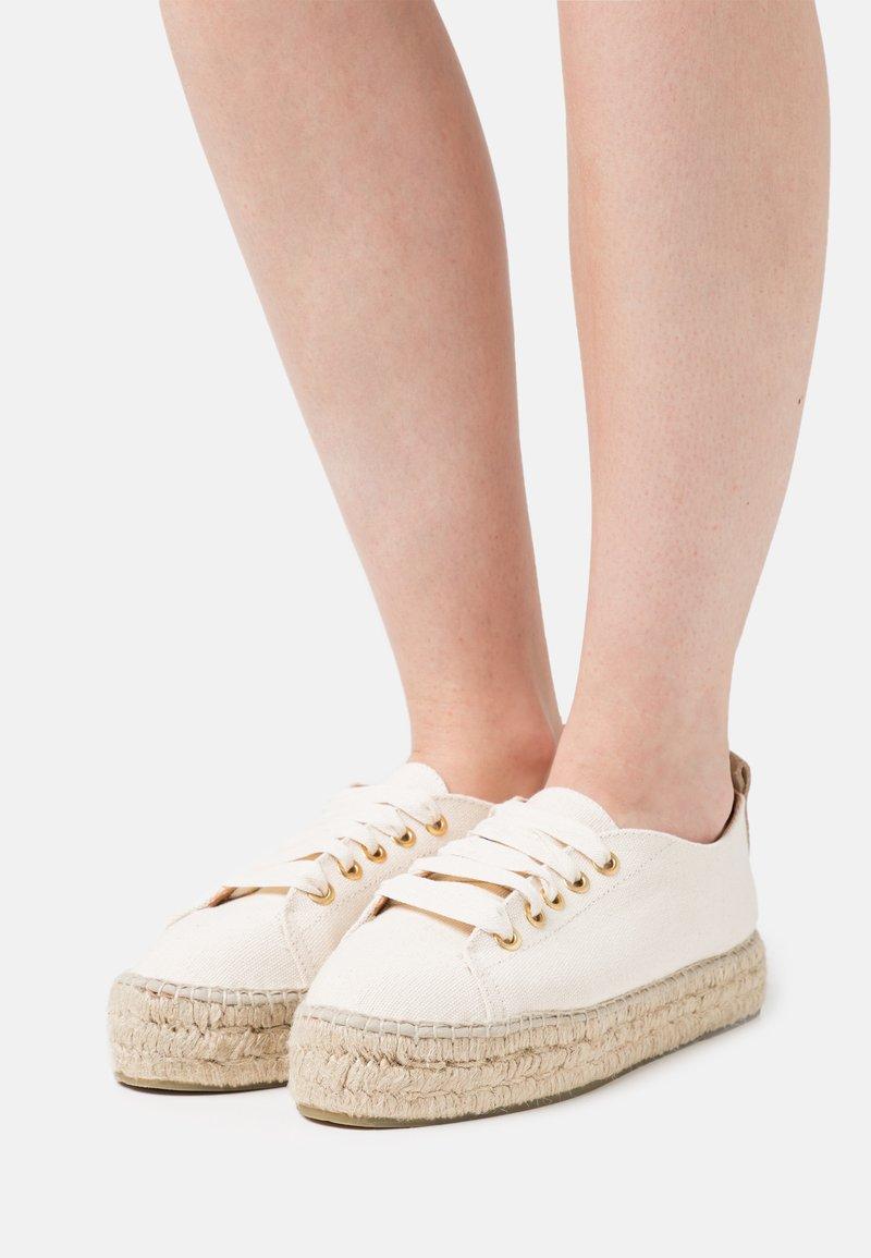 JUTELAUNE - VEGAN  - Casual lace-ups - beige