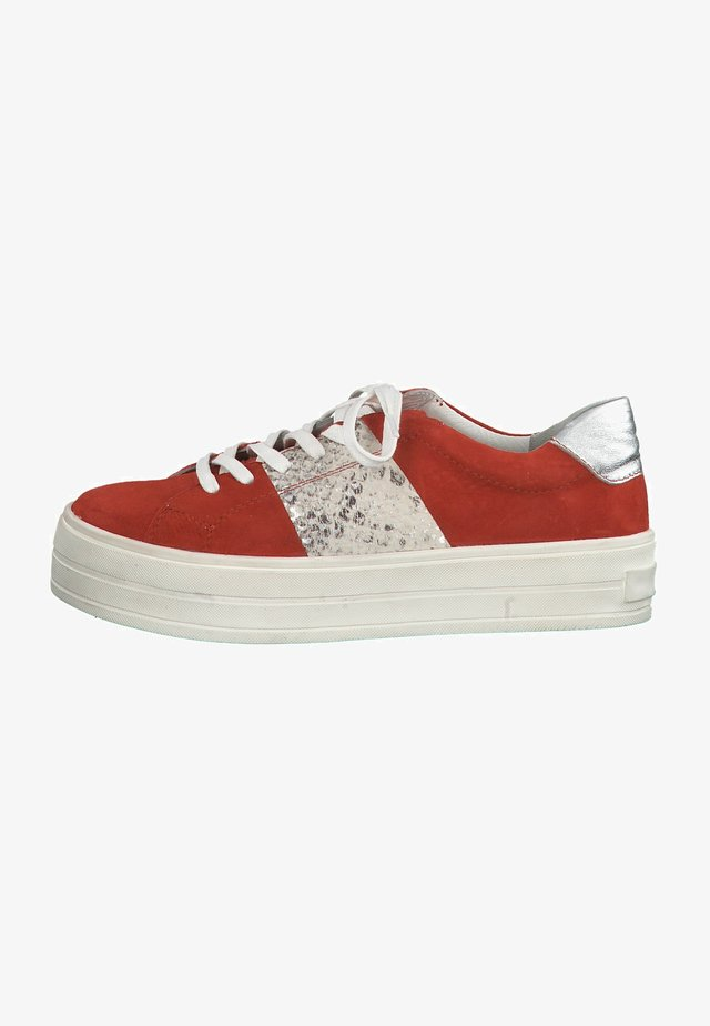 Chaussures de skate - red comb