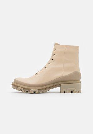SHILOH HIKER - Platform ankle boots - oyster grey