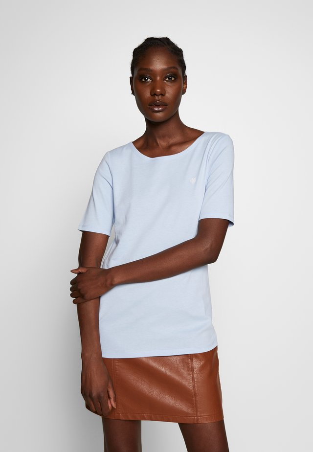 SHORT SLEEVE ROUNDNECK - Camiseta básica - light blue