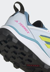 adidas Performance - TERREX AGRAVIC TR - Fjellsko - hazy blue/acid yellow/crystal white - 9