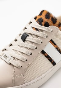 MICHAEL Michael Kors - IRVING STRIPE LACE UP - Sneakers basse - ecru - 2