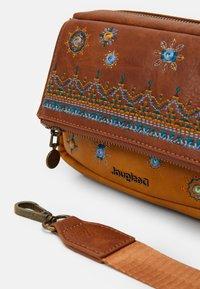 Desigual - BOLS LULULOVE CHELSEA - Handbag - brown - 3