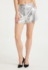 faina - Shorts - silber - 0
