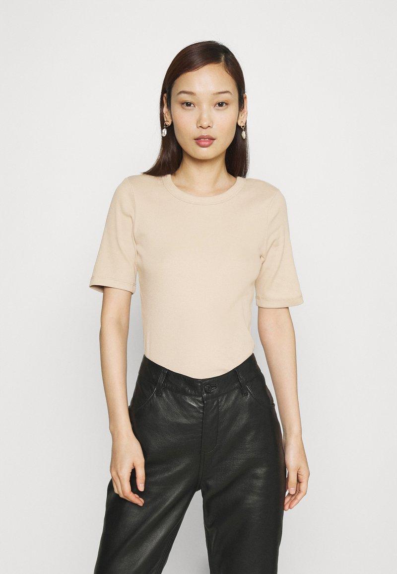 Gina Tricot - JOY - T-shirt basic - oxford tan