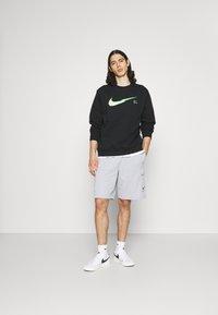 Nike Sportswear - ZIGZAG CREW - Sweatshirt - black - 1