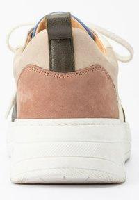 Ulla Popken - Sneakers laag - cognac - 1