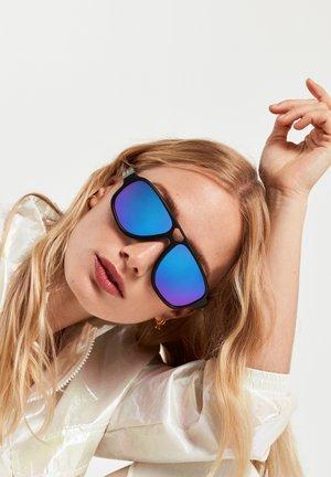 STEEZY - Sunglasses - black
