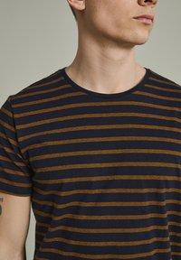 Matinique - MAJERMANE - Print T-shirt - buckthorn yellow - 3