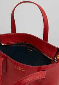 Lauren Ralph Lauren - MINI TOTE CROSSBODY MEDIUM - Kabelka - red/navy - 4