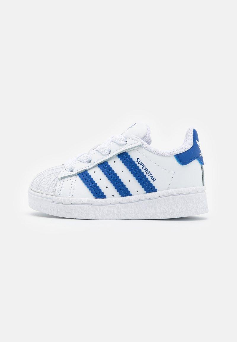 adidas Originals - SUPERSTAR  - Sneakersy niskie - footwear white/team royal blue