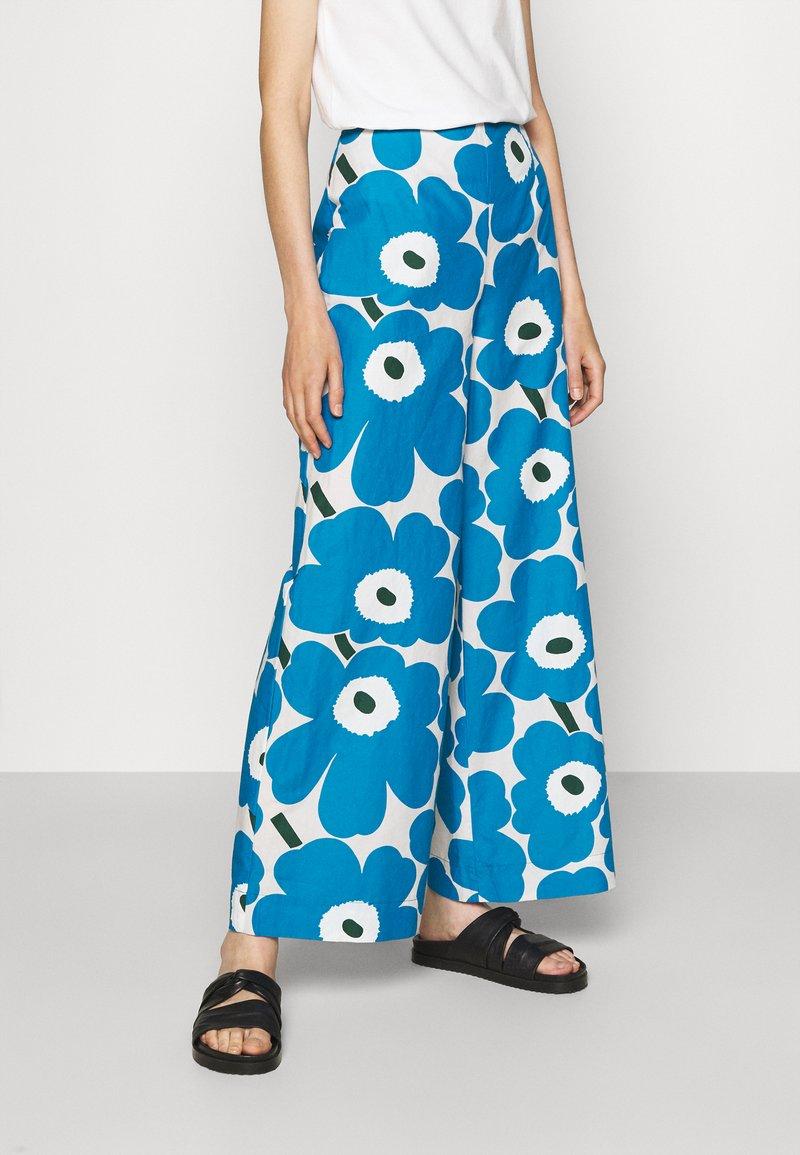 Marimekko - UNEKSUU PIENI UNIKKO TROUSERS - Trousers - blue/black/off-white
