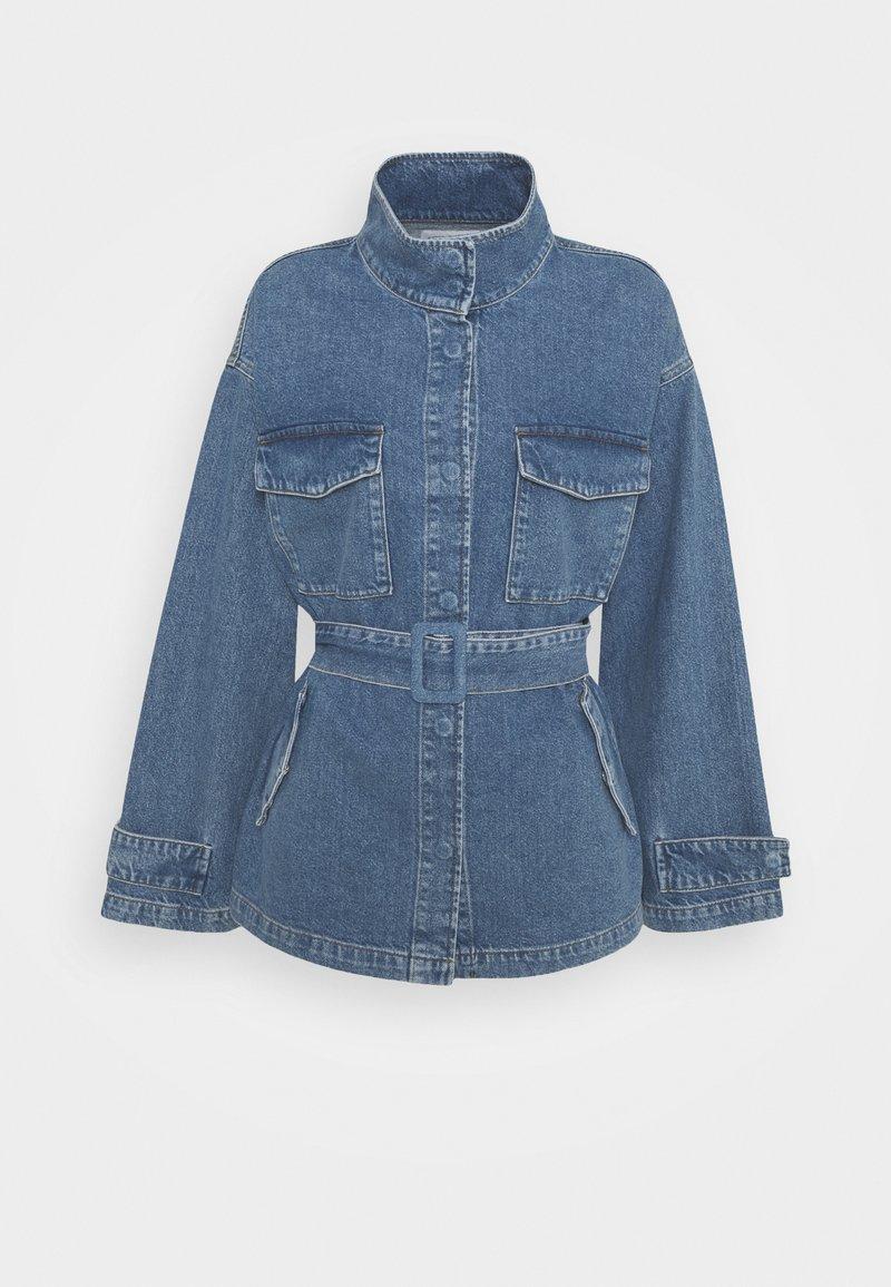 NA-KD - BELTED OVERSIZED JACKET - Denim jacket - mid blue