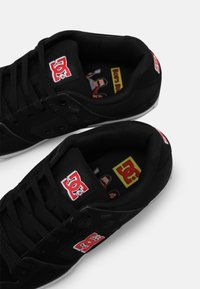 DC Shoes - BOBS PURE UNISEX - Tenisky - black/white/red - 6