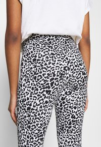 Noisy May - NMKERRY ANILLA   - Leggings - Trousers - bright white/black - 5