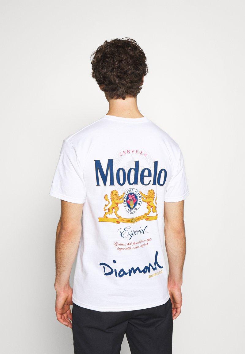 Diamond Supply Co. - DIAMOND ESPECIAL TEE - Print T-shirt - white