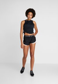 Under Armour - PLAY UP SHORTS 3.0 - Korte broeken - black/calla - 1