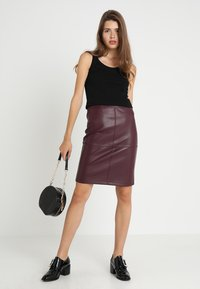 Vila - VIPEN - Pencil skirt - winetasting - 1