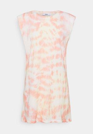 ONLPERNILLE SHOULDER TIE DYE DRESS - Jersey dress - white