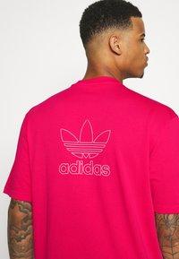 adidas Originals - TREFOIL TEE - Camiseta estampada - powpnk/white - 5