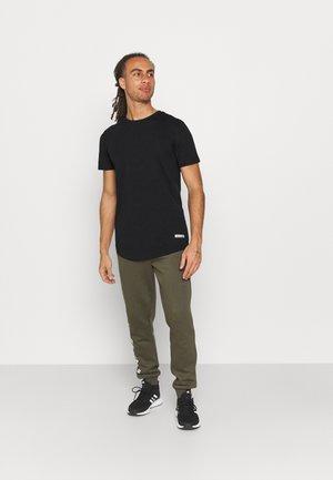 JCOZSPORT CURVED TEE 5 PACK - T-shirt basic - black/navy blazer/forest night/dark sheddar