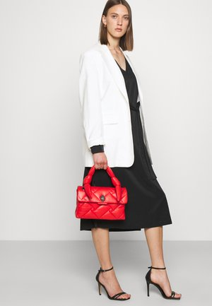 KENSINGTON BAG HANDLE - Sac bandoulière - red