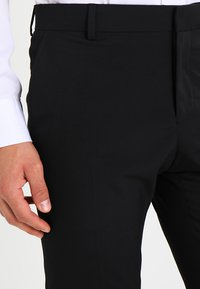 Selected Homme - SHDNEWONE PEAKLOGAN SLIM FIT - Suit - black - 6