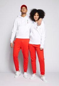 Lacoste - POLAROID UNISEX HOODIE - Sweatshirt - white - 1