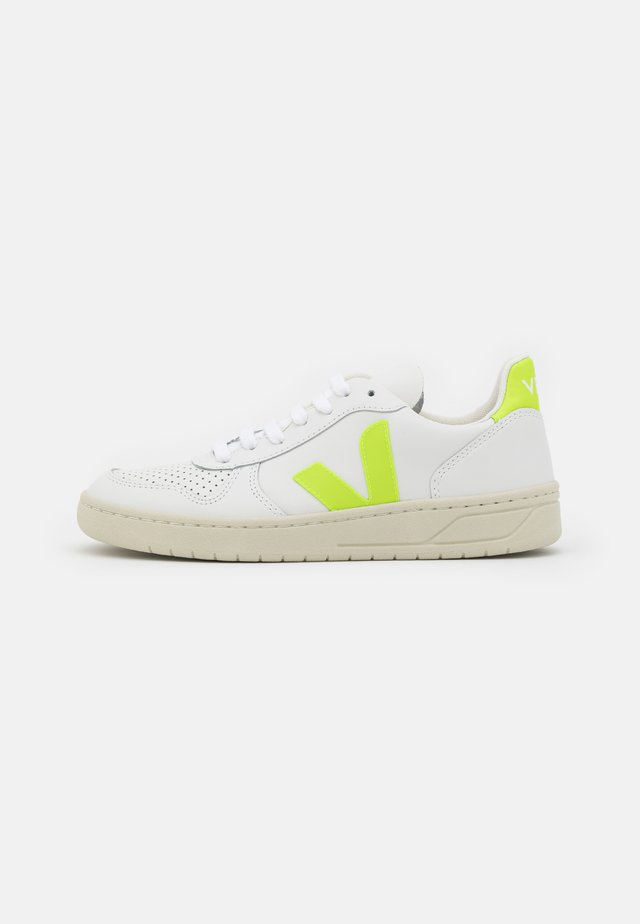 V-10 - Sneakers laag - extra white/jaune fluo