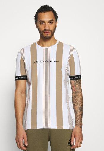 VEDTON STRIPE TEE - Print T-shirt - sand/white