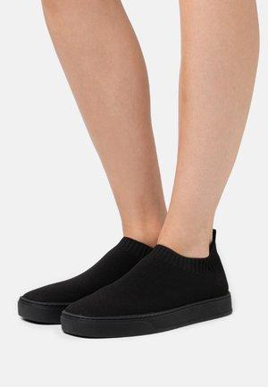 OYA - Slip-ons - black