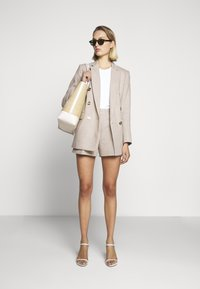 MICHAEL Michael Kors - PLEATED - Shorts - beige - 1