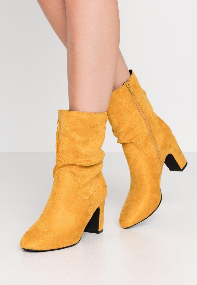 Bullboxer - Kotníkové boty - cury