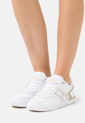 METALLIC LIGHTWEIGHT  - Sneakers laag - gold