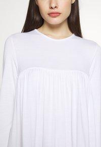 Missguided Petite - TIERED SMOCK DRESS - Sukienka letnia - white - 6