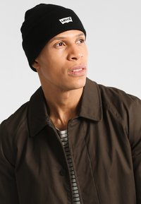 Levi's® - BATWING EMBROIDERED SLOUCHY BEANIE - Mössa - regular black - 1