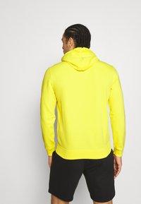 Champion - HOODED - Sweatshirt - yellow - 2