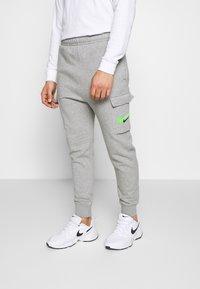 Nike Sportswear - PANT CARGO - Verryttelyhousut - grey heather - 0