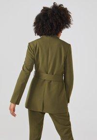 Aaiko - LARISE WO 577 - Short coat - dark olive - 2
