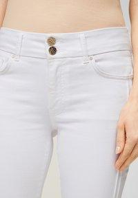 s.Oliver BLACK LABEL - Slim fit jeans - fresh white denim - 3