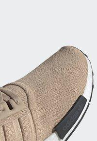 adidas Originals - NMD_R1 SHOES - Sneakers laag - beige - 7